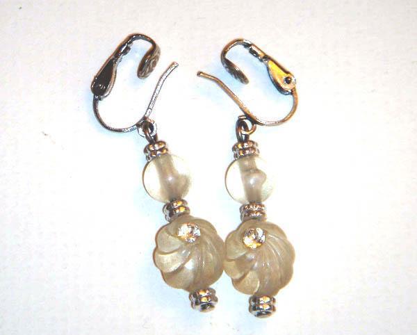 Vintage - Beautiful Glass Bead Clip On Earrings in Beige
