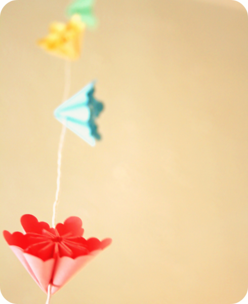 Millalove's Garland of Paper Flowers (2m)