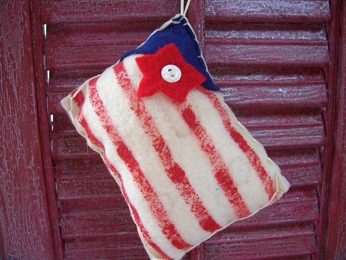 Flag Primitive Tea Stained Ornament