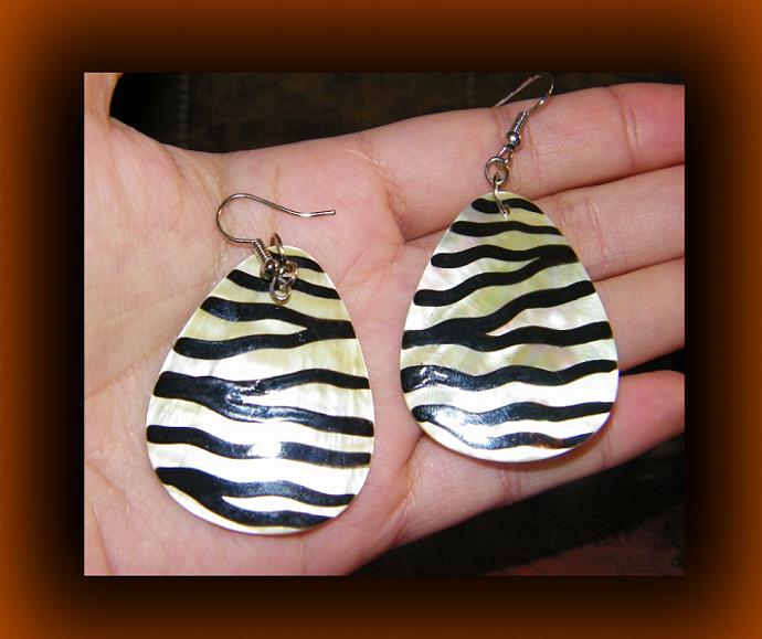 Zebra Print Dangling Teardrop Shell Earrings