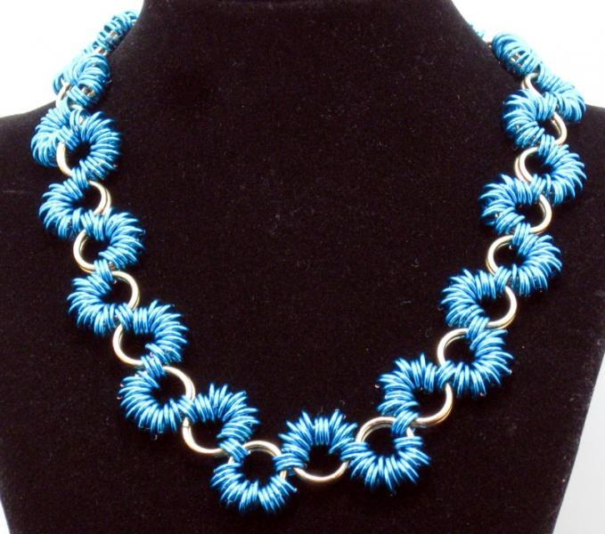 Peacock Ruffles Chainmaille Necklace