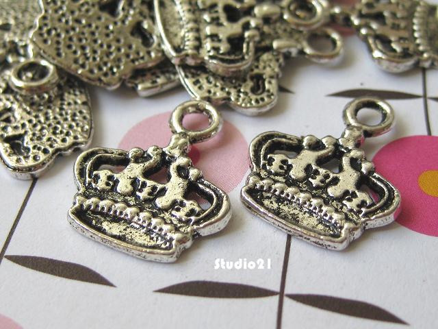 20 pcs of Tibetan Antique Silver Finish Crown Charm/Pendant (PEN-S19)