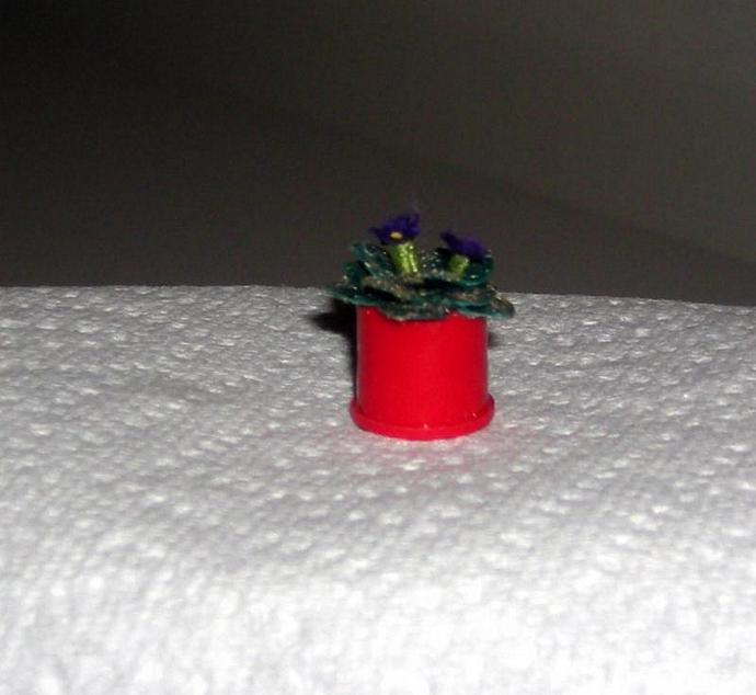 African Violet House Plant in One Inch Dollhouse Scale