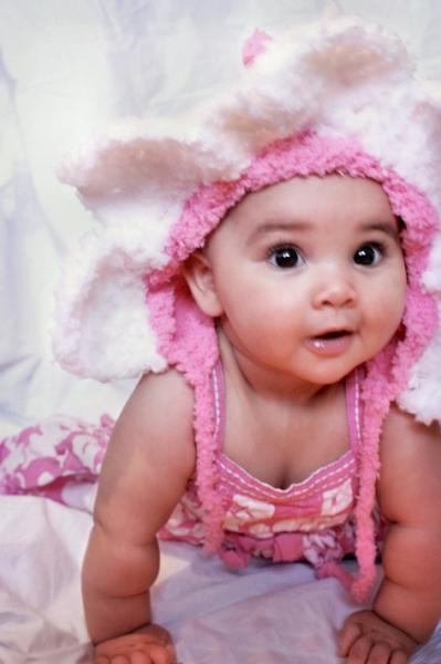 12 to 24 Month Baby Daisy Flower Bonnet Hat in Candy Pink And White