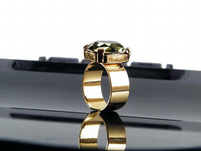 Ring Olivine Green Swarovski Crystal Gold Plated