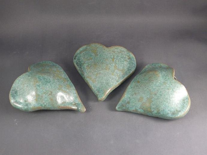 A pocketful of posies heart-shaped wall vase in lichen glaze