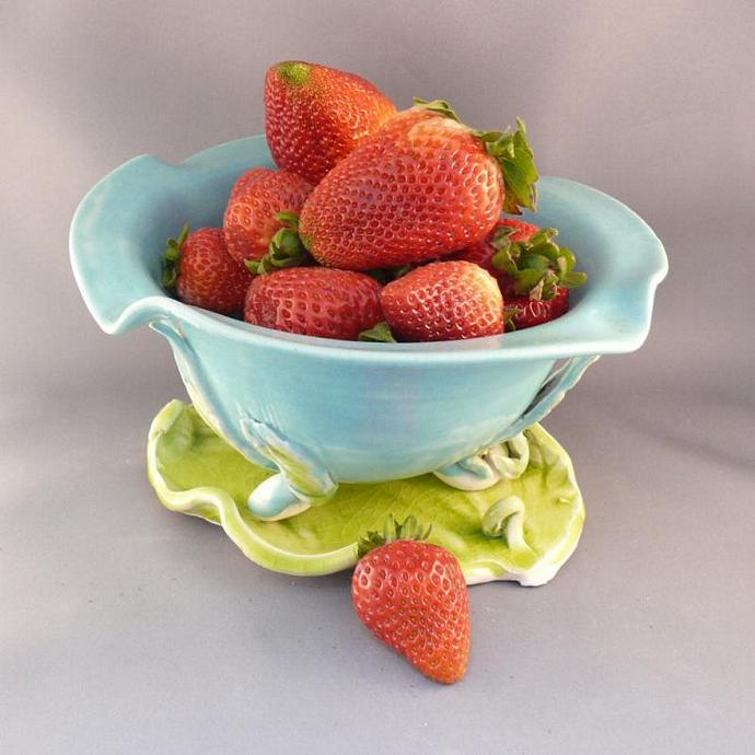 Berry Bowl Colander on Leaf B2