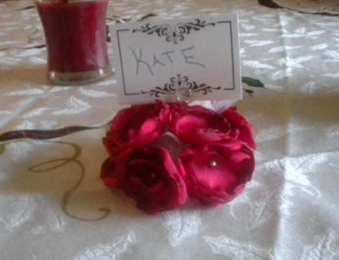 Kissing ball place card holder