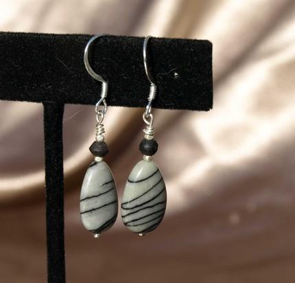 Lovely Tear Drop Silk Stone Earrings 8093
