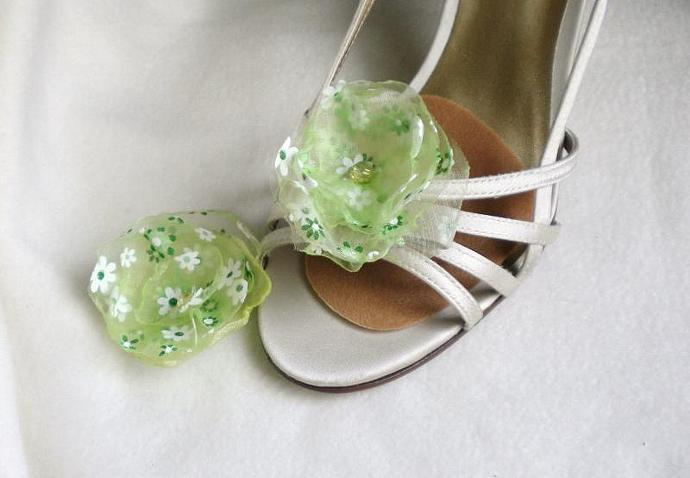 Spring green and white flower shoe clips