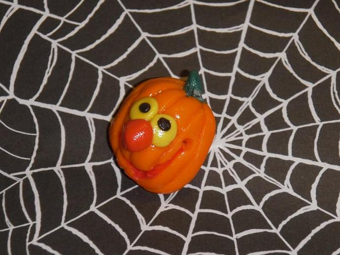 jolly polymer clay jack o lantern pin v2