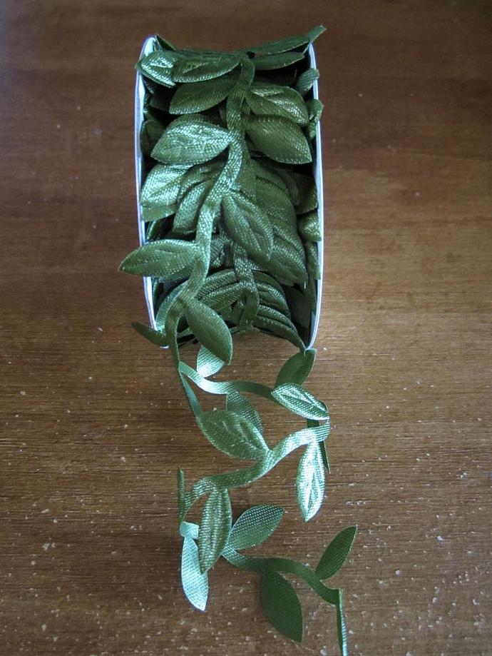 1yd - Green Leaf Trim