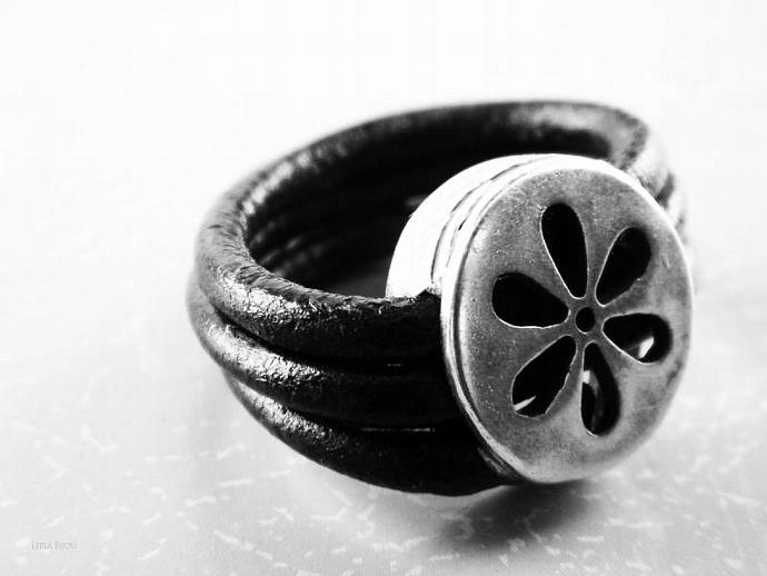 Flower Ring Black Leather Silver Plated