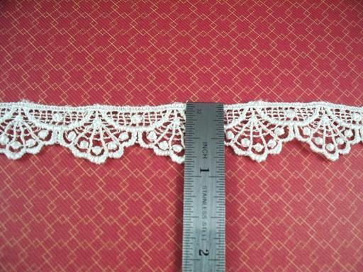 1 Yard of 7/8 Venise Lace, Ivory (I-04)