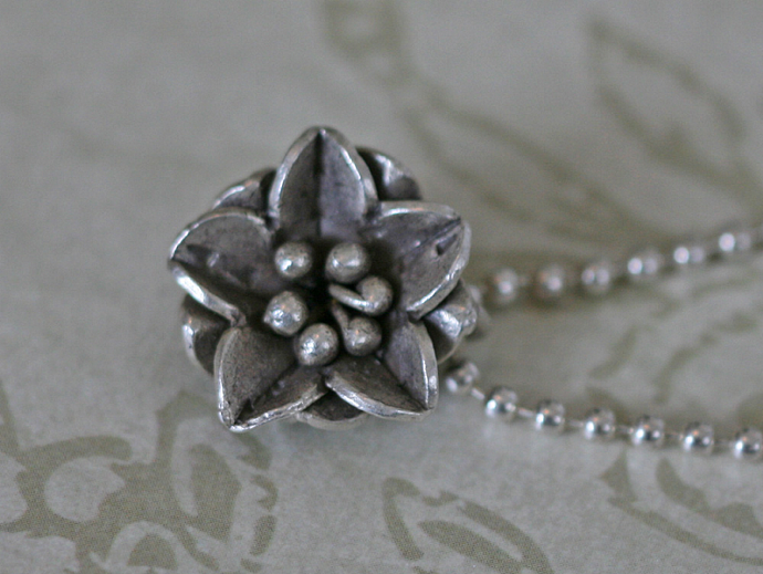 FLOWER CHARM Hill Tribe Silver Necklace