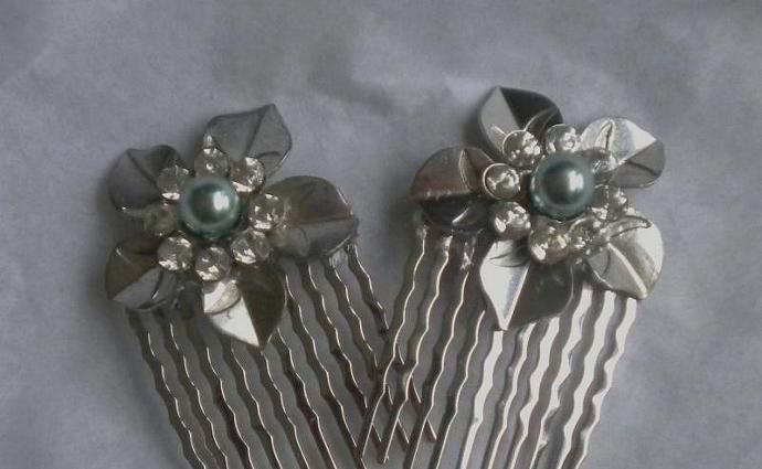 Vintage metal flower combs