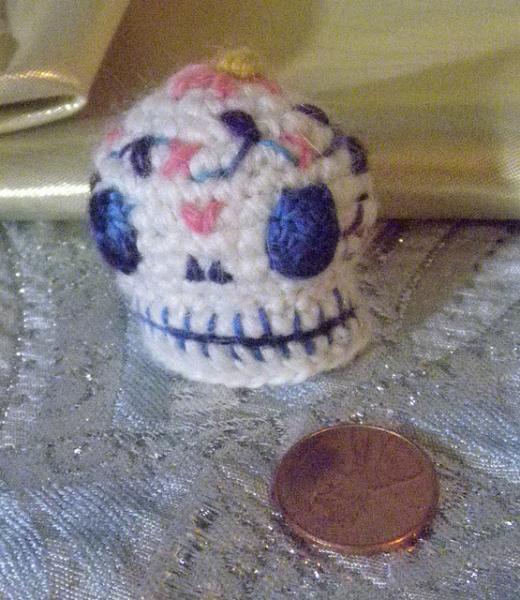 SOLD Sugar skull, calaverita de azucar, amigurumi tiny