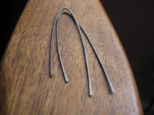 minimalist earrings in grey niobium. hypoallergenic earrings. modern niobium