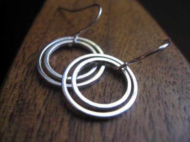 mod circle silver earrings. geometric earrings. circle earrings. splurge.