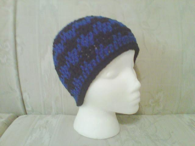 black and royal blue wavy crochet beanie