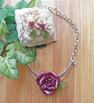Burgundy open rose on silver collar necklace and earring set  N58