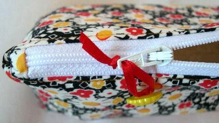 Zipper Pouch Lined Cosmetic Bag in Bright Daisy Flower Power Cotton
