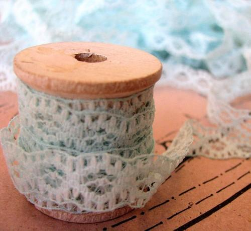 Icy Blue Teal Lace in 3 Continuous Yummy Vintage Yards