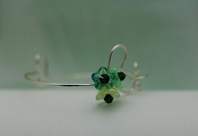 Wirework Heart Bracelet with Emerald Green Glass Bouquet Flower bangle