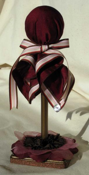 Red-brown hat stand