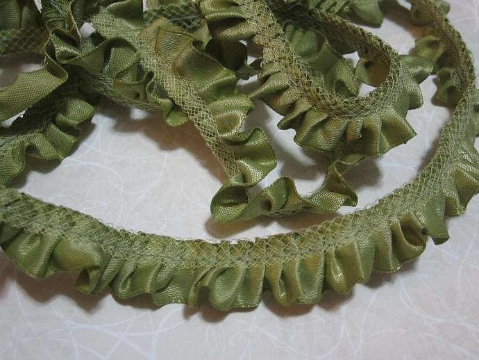1yd - Old Willow Ruffled Satin