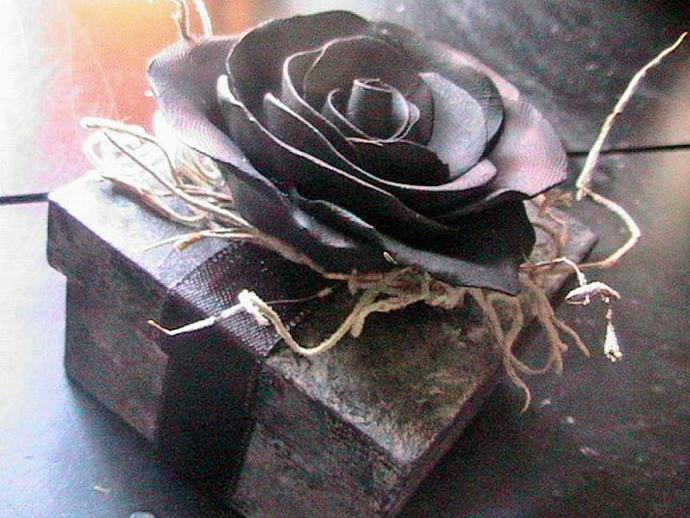 BEAUTIFUL Victorian Gothic Black Rose Keepsake gif