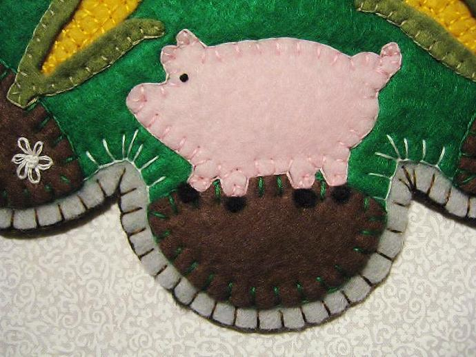 """This Little Piggy"" Pig Candle Mat Penny Rug With Corn Cob and Flowers PATTERN"