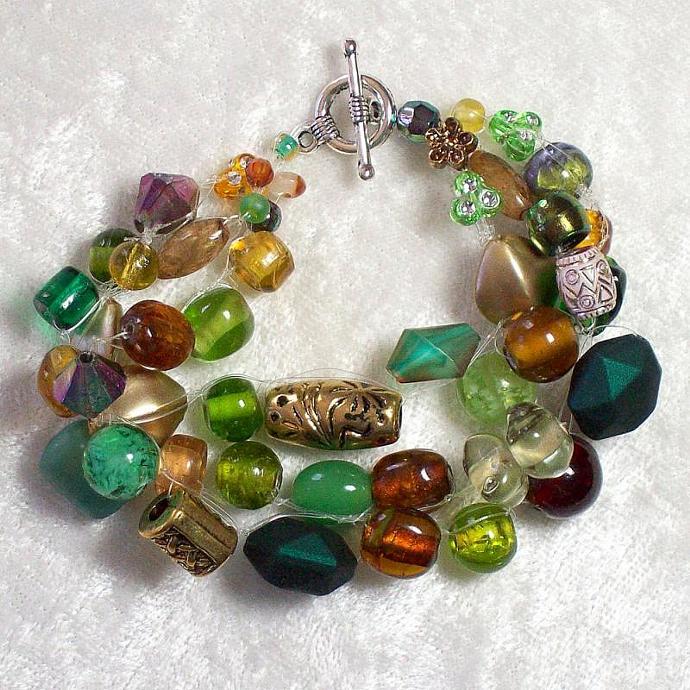 Bead Bracelet, wire-crocheted in Green-Gold