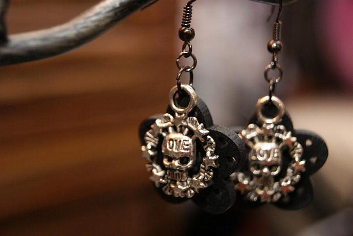 Skull Lover Earrings - Wood Flower Charm - Silver Black