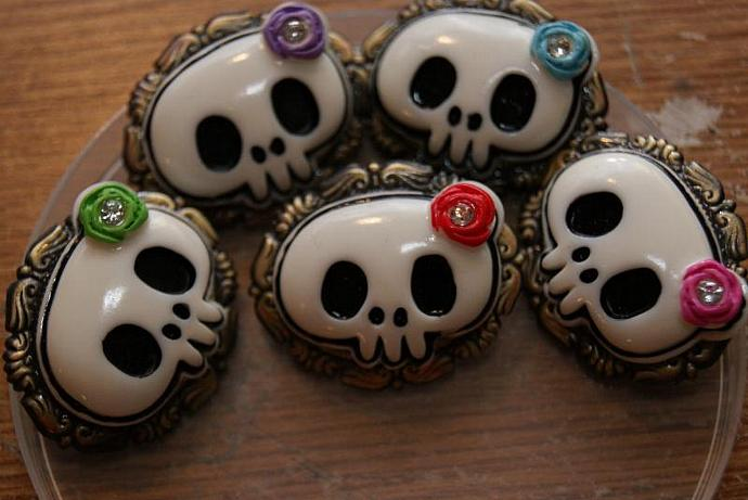 Girly Skull - Red Green Pink Blue Purple - Brooch Pin