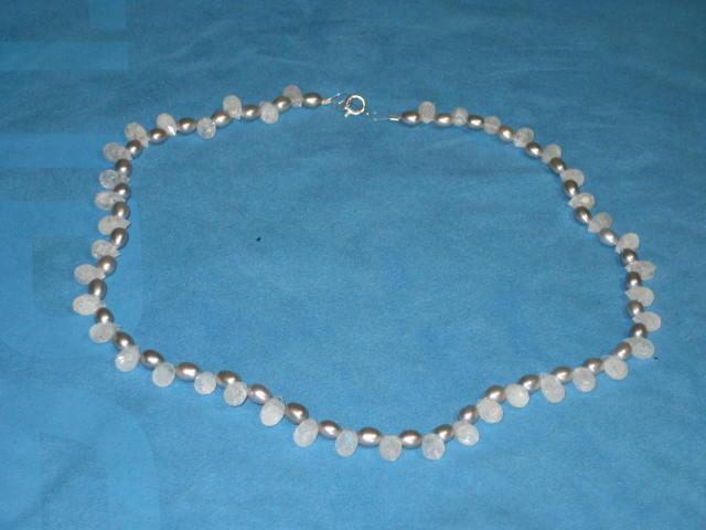 Crackled Quartz drops and silver rice pearls knecklace