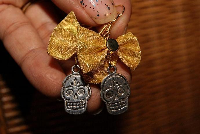 Girlie Skull Earrings - Bow Charm Pendant