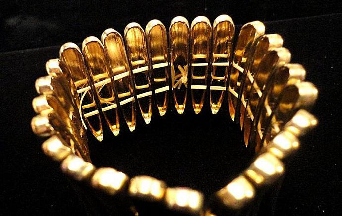 VINTAGE 40s Gold tone wide with Angular sections stretch bracelet