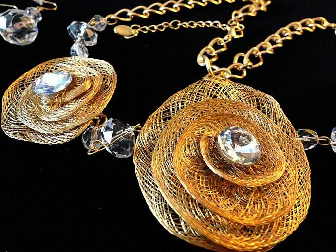 VINTAGE 80s Set of Finely Spun Gold Tone Flowers with lucite Crystals and