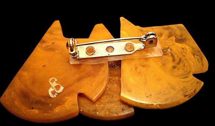 VINTAGE 50s BAKELITE Adorable trio of Scotties pin/brooch in Marbleized