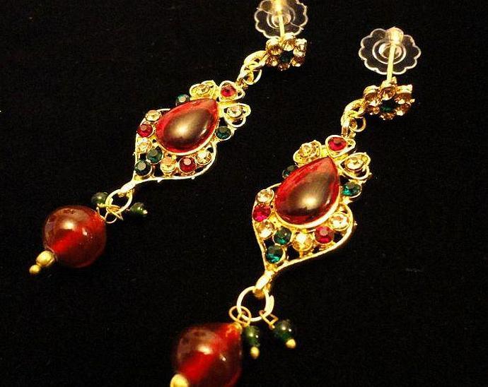 VINTAGE 80s Demi Parure gold tone Large tear Shape Ruby Lucite cabochon in a