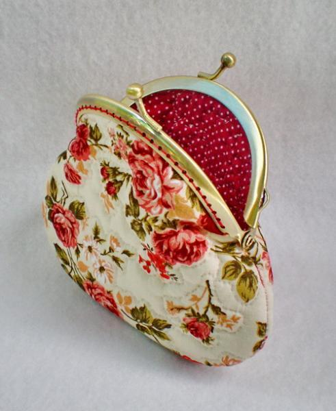Beautiful Roses Quilted Purse