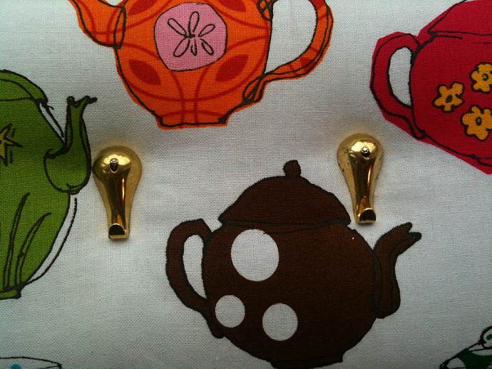 "3 Hooks, Key Rack, Key Holder, ""Teapots"""