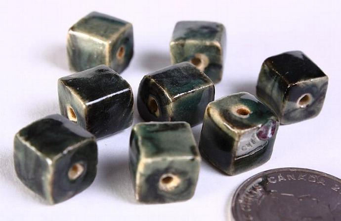 8 Dark green handmade bright glazed porcelain bead cube 8pcs 10mm (676)