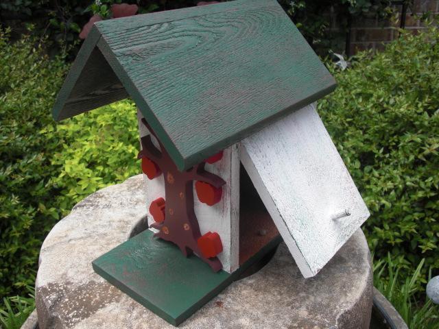 Birdhouse - Apple Tree Birdhouse