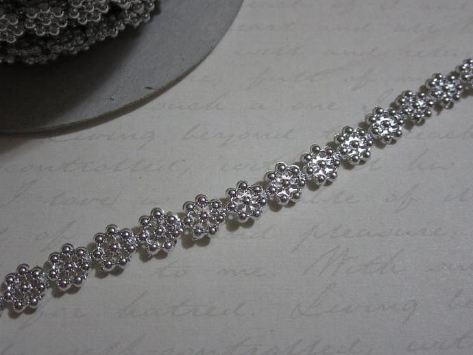 1yd - Mini Silver Daisy Pearl Trim