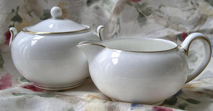 Creamer and Lidded Sugar Bowl 1972 Vintage Wedgwood Porcelain Set, Gloucester