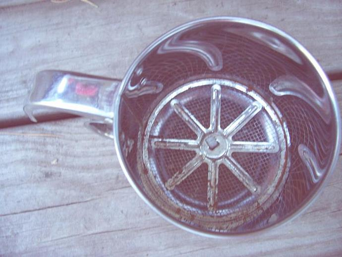 White Flowered Vintage Sifter