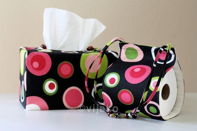 Beautiful polka dots bath accessory set