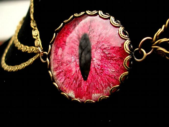 Gothic Steampunk - Necklace - GLOW Dragon Evil Eye - Red green hints Coloshift -